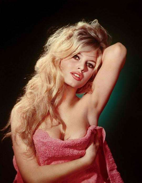 brigitte-bardot-in-a-pink-towel-photo-u1.jpg